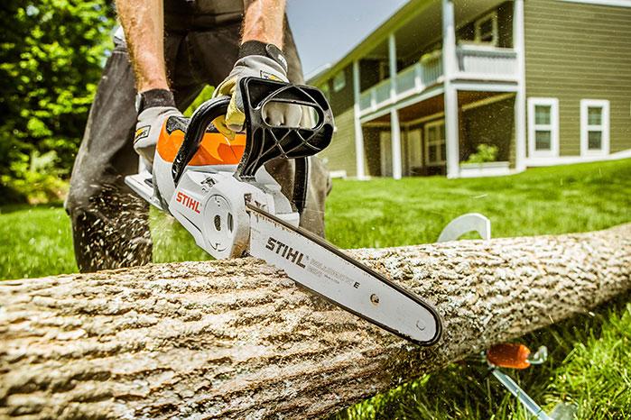 Stihl Battery Chainsaw MSA 120 working
