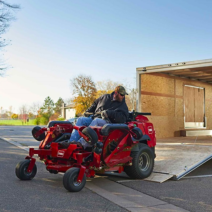 Unloading the Z Master 7500-D Wing Deck mower